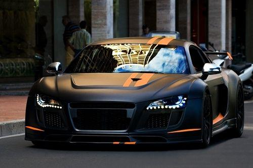 audi r8 noir mat et orange