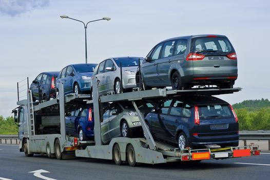 camion transporteur de voiture