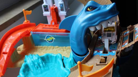circuit hot wheels requin attaque