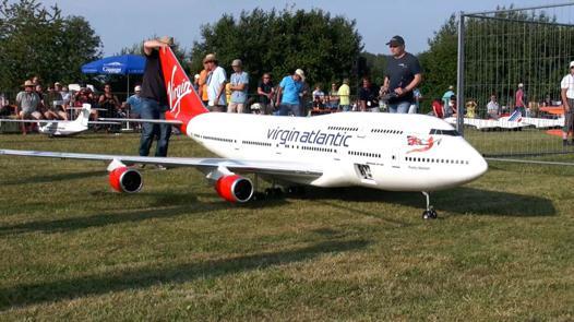 gros avion télécommandé