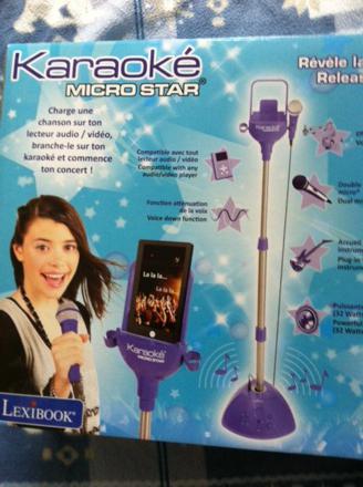 micro karaoke fille