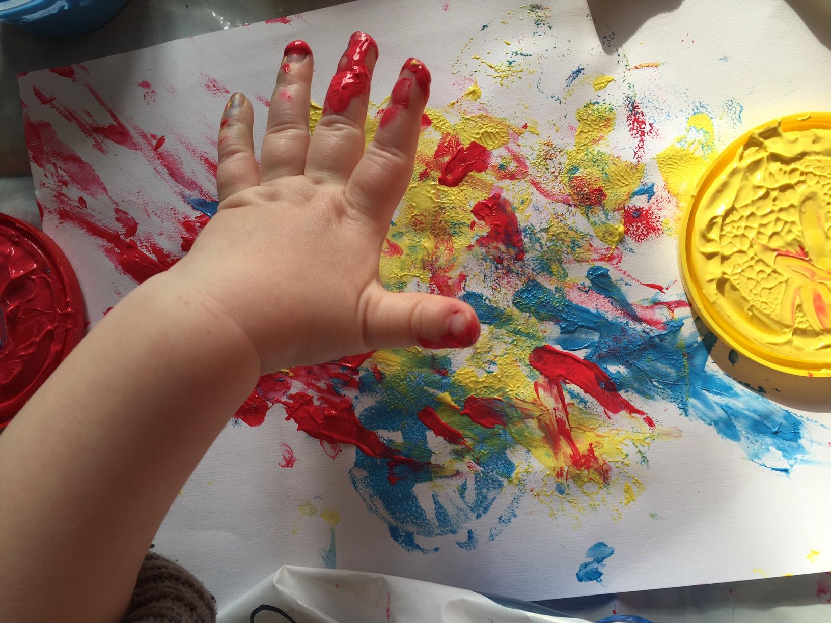 peinture au doigt bébé