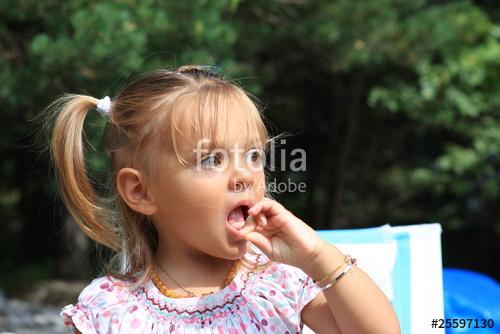 petite fille de 2 ans