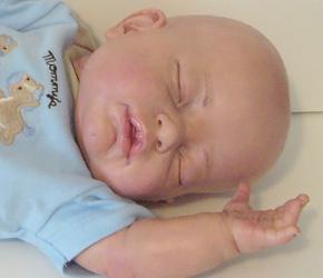 poupon qui ressemble a un vrai bébé