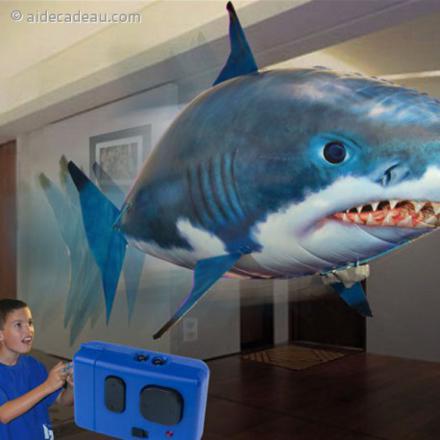 requin gonflable télécommandé